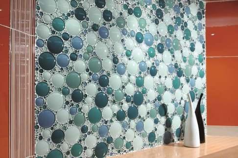 Photo: http://www.vizimac.com/bubble-tile-backsplash-ideas/#page
