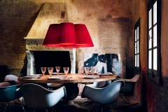 Photo: http://interiordesignfiles.com/2014/01/color-punch-red-ceiling-pendant-lamps.html